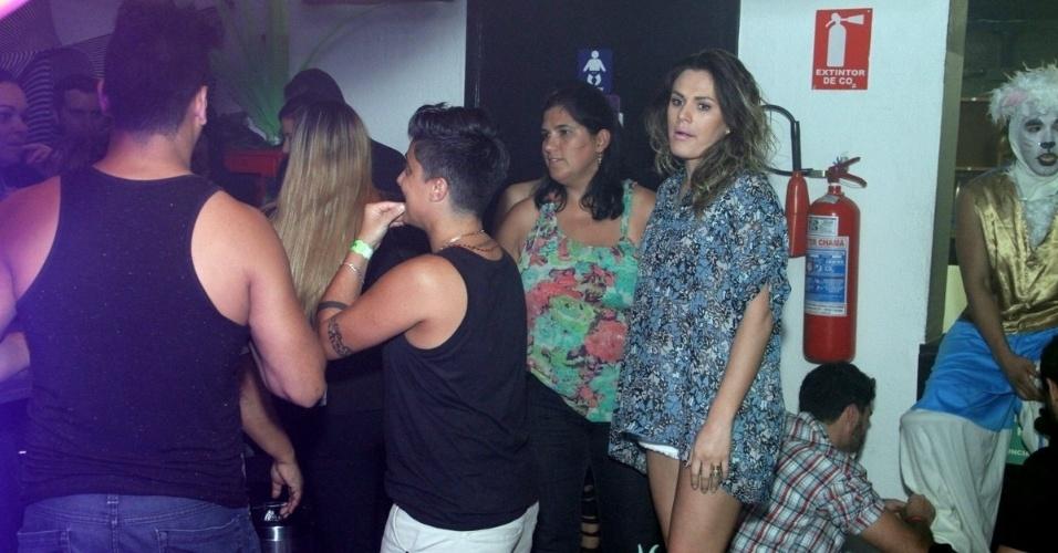 """9.ago.2013 - Thammy Miranda foi uma das convidadas da festa """"Chá de Alice"""", no Rio de Janeiro, e chegou acompanhada da namorada, Nilcéia Oliveira, com quem trocou carinhos durante o show de Wanessa"""
