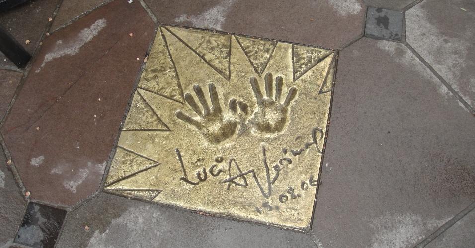 11.ago.2013 - Assinatura de Lucia Veríssimo na