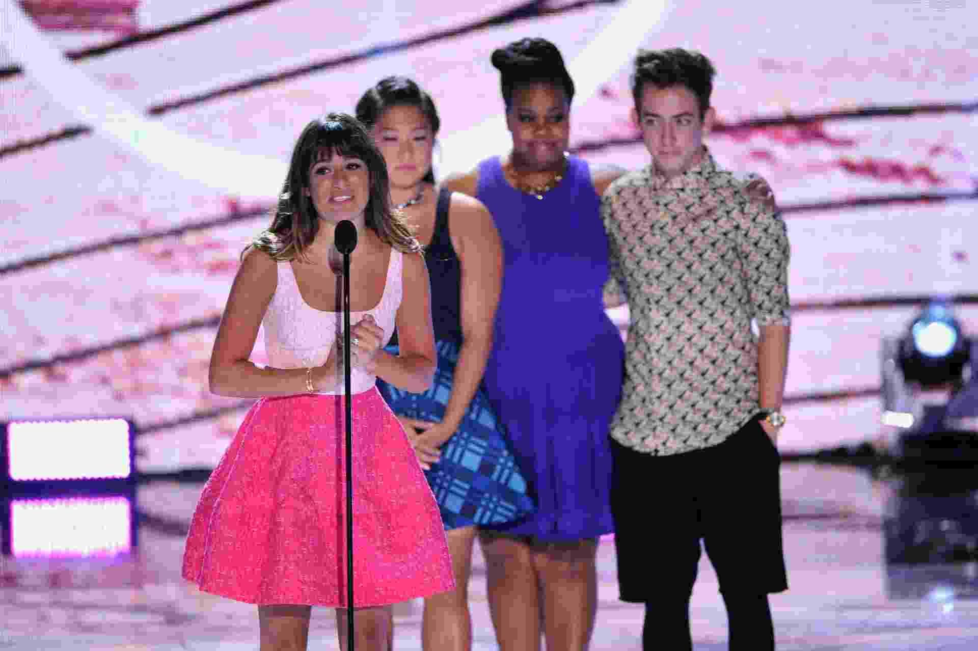 """11.ago.2013 - No Teen Choice Award, Lea Michele se emociona com o carinho que recebe dos fãs desde que o namorado Cory Monteith morreu. O casal, que estava junto há mais de um ano, era o protagonista do seriado """"Glee"""" - Getty Images"""
