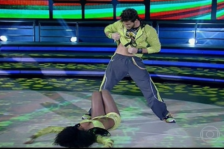 """11.ago.2013 - Na """"Dança dos Famosos"""", Klebber Toledo arranca elogios dos jurados ao som da música """"Conquista"""""""