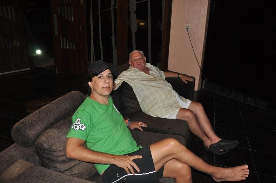 11.ago.2013 - O humorista Tom Cavalcante escreveu uma longa mensagem no Facebook homenageando o seu e todos os pais: