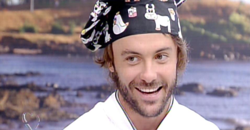 """12.ago.2013 - Kayky Brito brinca na estreia do """"Super Chef Celebridades"""" e diz que tem bom paladar"""