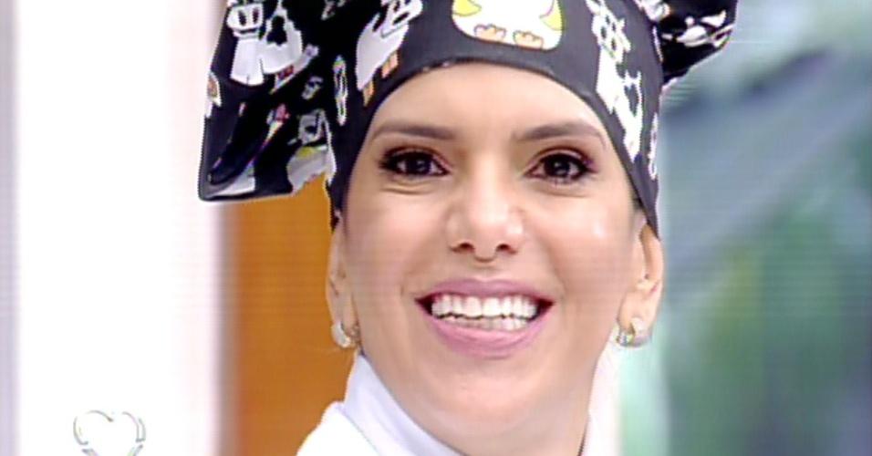 """12.ago.2013 - Na estreia do """"Super Chef Celebridades"""", Virna diz que aprendeu a cozinhar cedo por ter se tornado mãe e viajado para a Itália"""