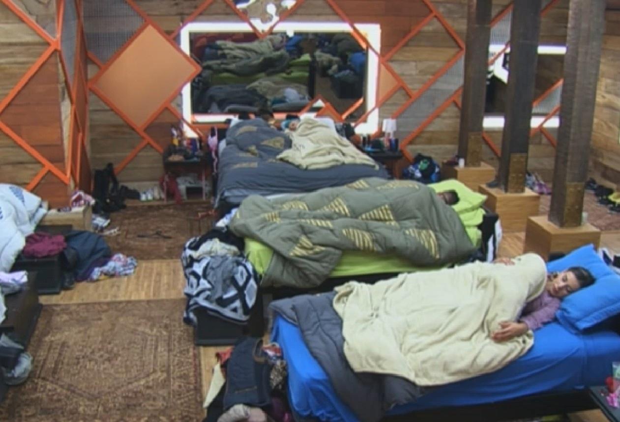12.ago.2013 - Os peões foram dormir depois do almoço