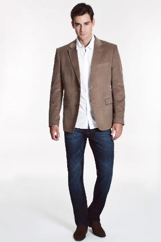 A camisa casual pode ter a barra reta ou levemente arredondada. Boa opção  para quem 34c185fa1f