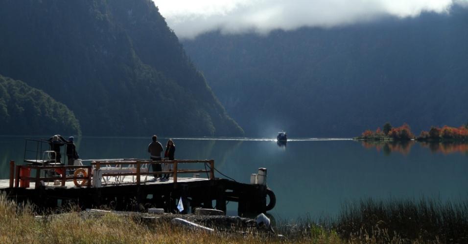 De origem glacial, o Lago Frías é um dos sete trechos que fazem parte da clássica travessias dos lagos andinos que completa cem anos, em 2013