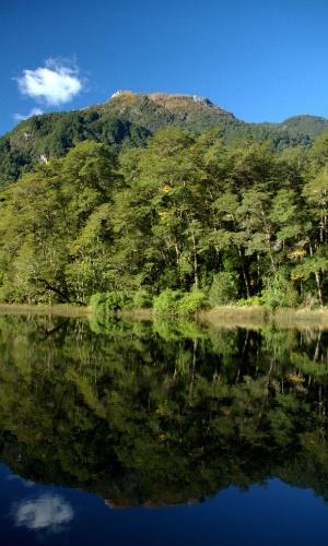 Em cem anos, pouco mudou em Peulla, exceto pelos tours em veículos 4x4 ou pelos passeios como caminhadas, cavalgadas e breves navegações oferecidas pelas famílias locais que vivem neste povoado de 120 habitantes, uma das paradas da travessia dos lagos entre o Chile e a Argentina