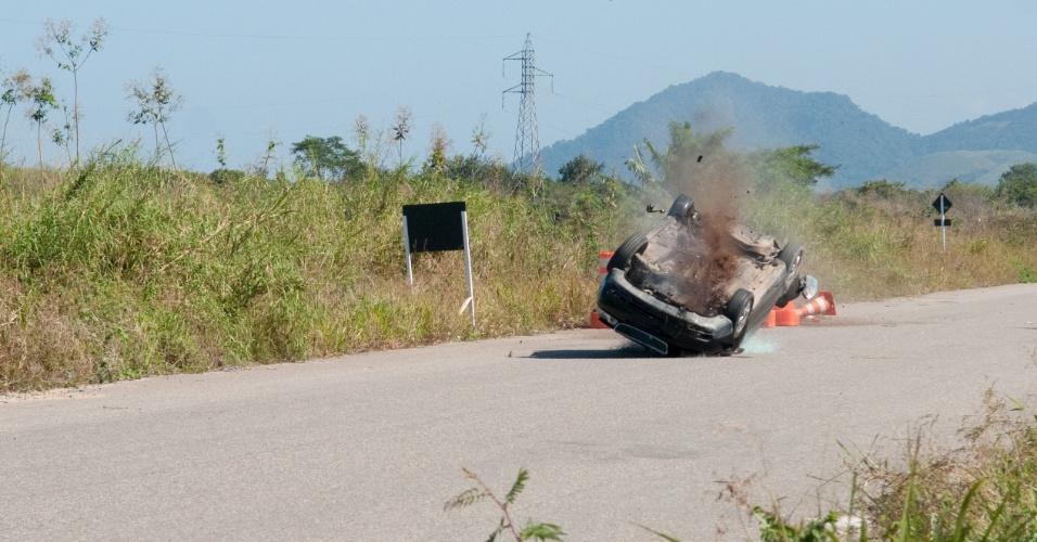 """Em """"Dona Xepa"""", Rosália e Isabela sofrem acidente de carro"""