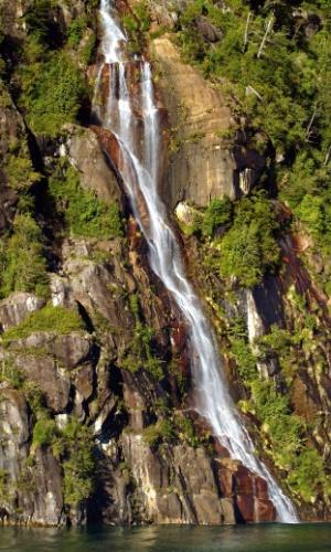 Florestas patagônicas, vulcões e cachoeiras são algumas das atrações naturais que podem ser vistas durante a travessia dos algos entre o Chile e a Argentina, uma viagem que começou a ser realizada há exatos cem anos