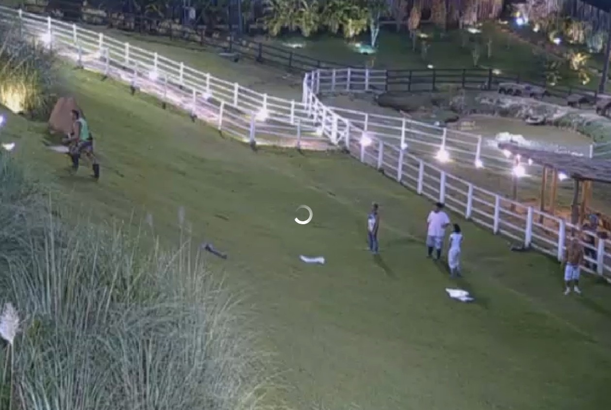 13.ago. 2013 - Os peões se divertiram na grama