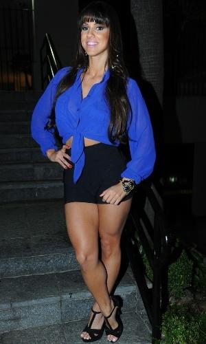 """13.ago.2013 - A panicat Carol Dias prestigiou a festa de lançamento da revista """"Playboy"""", estrelada por Nanda Costa, em São Paulo"""
