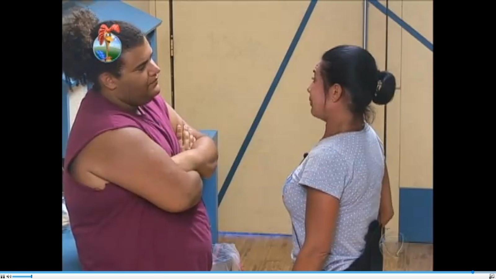 13.ago.2013 - Durante desabafo, Scheila revela que não aguenta mais a amiga Denise Rocha
