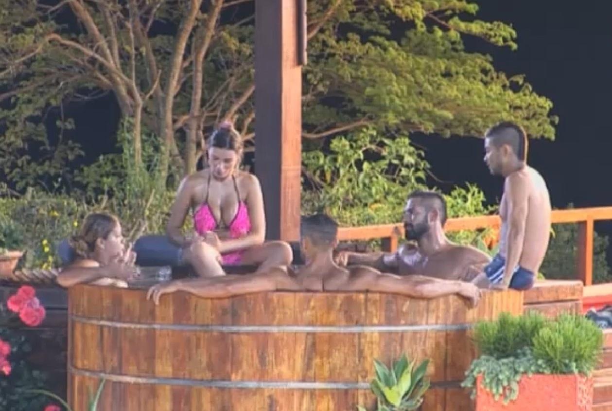 13.ago.2013 - Yani conta que cortou relações com Denise para os outros peões