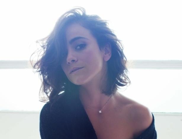 """agosto.2013 - Alice Braga posa para revista """"GQ"""""""