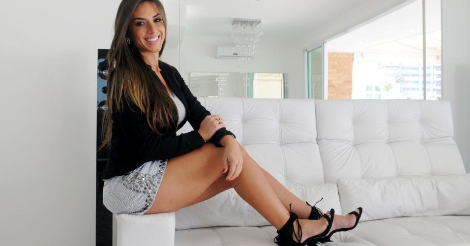 13.ago.2013 - Nicole Bahls está em uma fase mais madura