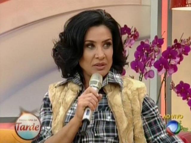 14.ago.2013 - Scheila Carvalho diz que já tem notícias sobre o que aconteceu com seu marido enquanto ela estava confinada