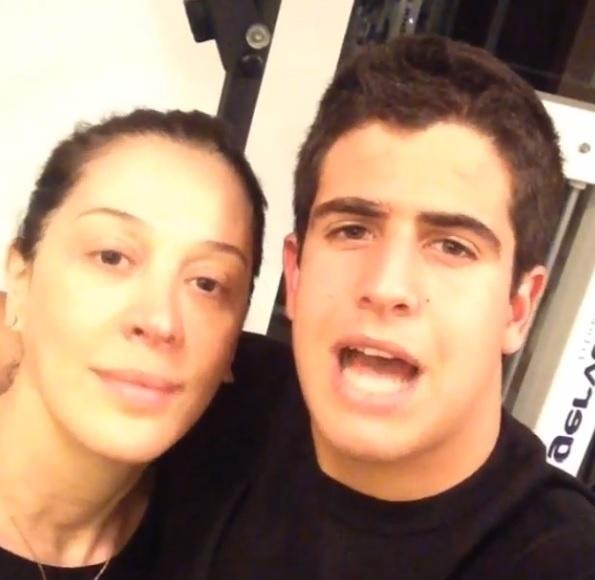 14.ago.2013- Claudia Raia e Enzo convocam internautas para a academia