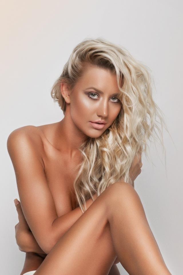 A modelo Ana Paula Siebert nasceu em 18 de fevereiro de 1988, em Blumenau (SC)