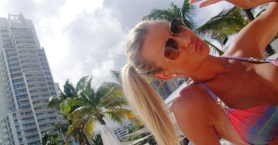 Ana Paula Siebert  começou a namorar Roberto Justus em julho de 2013, pouco tempo depois do empresário anunciar sua separação de Ticiane Pinheiro