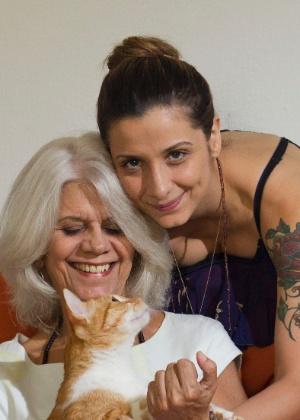 Karina Gomes, 35, voltou para a casa da mãe Inês Aparecida Gomes, 64, quando mudou de carreira - Fernando Donasci/UOL