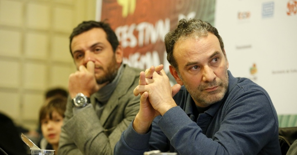 15.ago.2013 - Marco Ricca e Rodrigo Lombardi participam, com equipe do filme