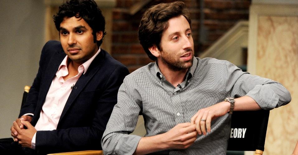 """15.ago.2013 - Os atores Kunal Nayyar (Raj) e Simon Helberg (Howard) comemoram o sucesso da série e se divertem com os elogios e comentários dos produtores de """"The Big Bang Theory"""", que estreia sua sétima temporada em 26 de setembro"""