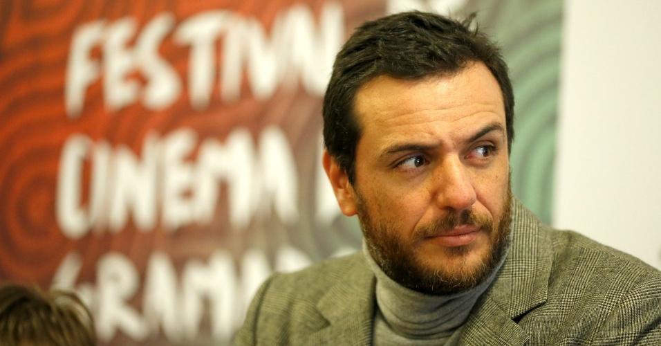 15.ago.2013 - Rodrigo Lombardi participa, com equipe do filme