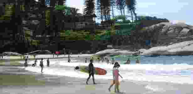 Costão e mar na praia da Joaquina, uma das preferidas dos surfistas, em Florianópolis - Cris Gutkoski/UOL - Cris Gutkoski/UOL