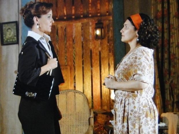 """Em """"Flor do Caribe"""", Guiomar convence Maria Adília a lutar pelos direitos de Candinho"""