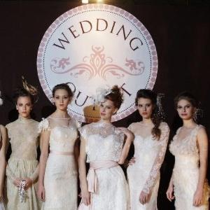 Modelos exibem vestidos de noiva durante a 1ª edição da Wedding Outlet, realizada em junho de 2012  - Nilson Versatti/Divulgação