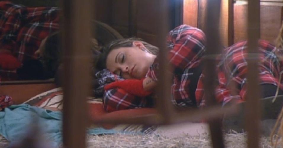 17.ago.2013 - Andressa Urach dormindo