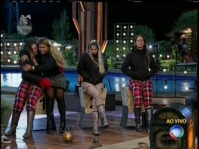 17.ago.2013 - Andressa Urach, Mulher Filé, Bárbara Evans e Denise Rocha estão na roça