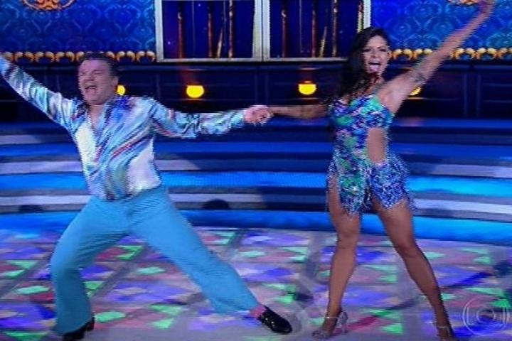 """18.ago.2013 - Adriano Garib requebra no ritmo da salsa na """"Dança dos Famosos"""""""
