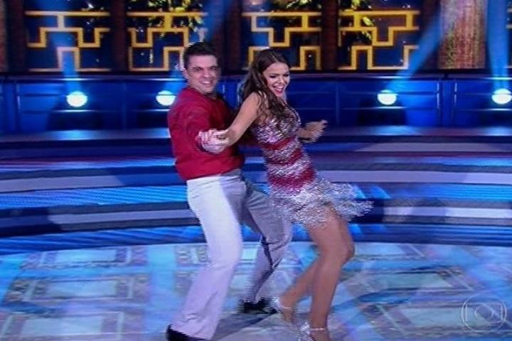 """18.ago.2013 - Bruna Marquezine exibe sensualidade no ritmo da salsa na """"Dança dos Famosos"""""""