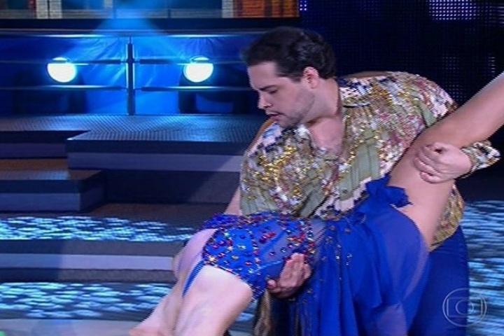 """18.ago.2013 - Tiago Abravanel se esforça na salsa na """"Dança dos Famosos"""""""