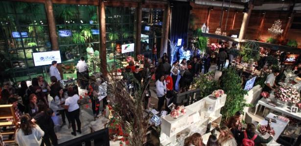 17.ago.2013 - A 2ª edição da feira realizada no Espaço Gardens reuniu cerca de 40 fornecedores de diversas áreas, que ofereceram melhores preços para os visitantes - André Lessa/UOL