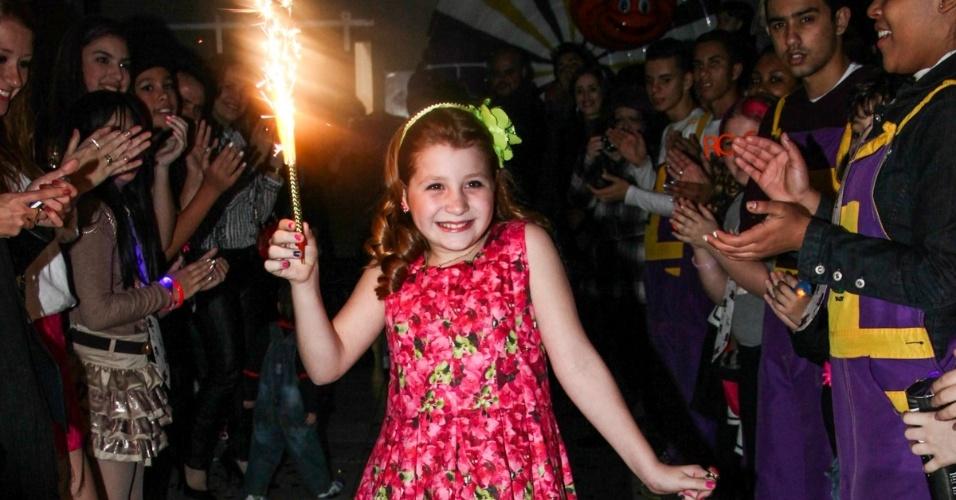 """18.ago.2013 - Giulia Garcia, a Ana de """"Chiquititas"""", comemora dez anos com festa em buffet de São Paulo"""