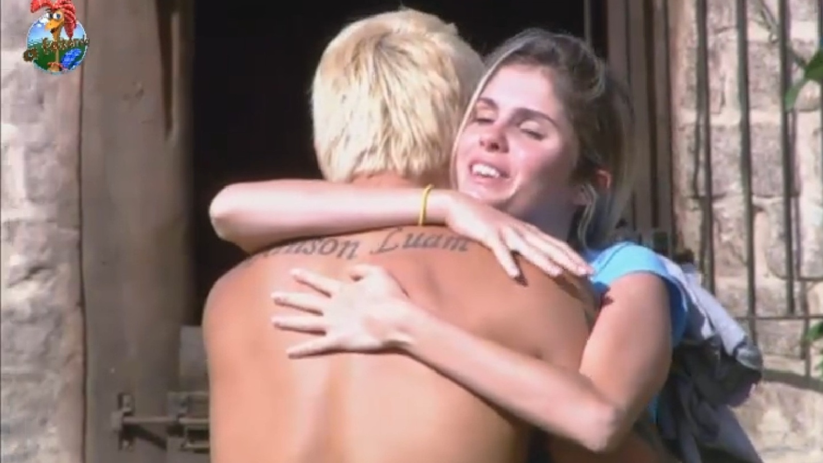 19.ago.2013 - Bárbara Evans abraça Paulo Nunes após discussão do ex-jogador com Gominho