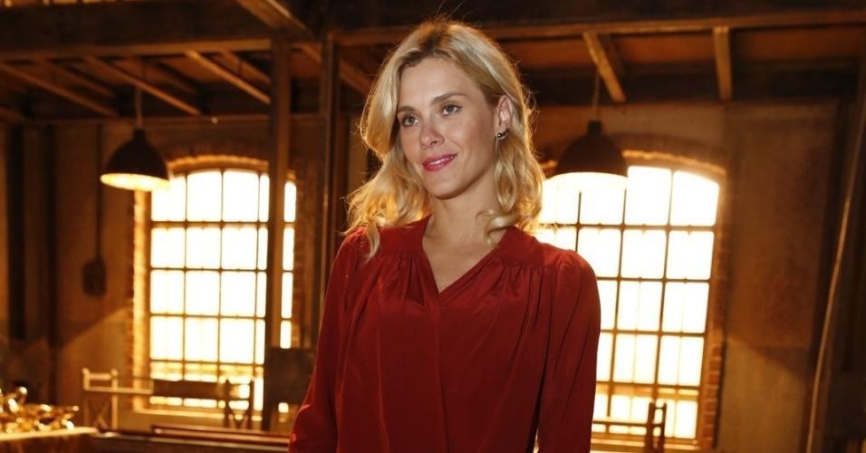 """19.ago.2013 - Carolina Dieckmann estreia em novelas de época com a personagem Iolanda em """"Joia Rara"""""""