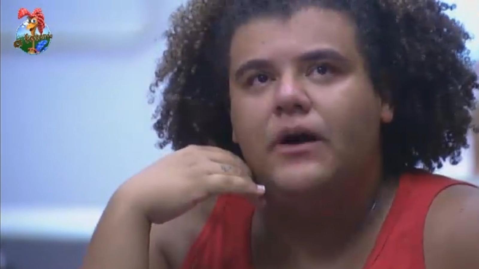 19.ago.2013 - Gominho chora após discussão com Paulo Nunes