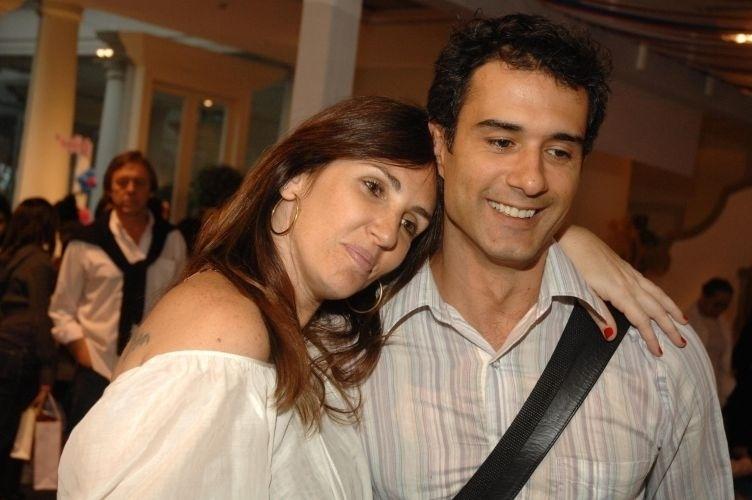 Fabiana Kherlakian e Marcos Pasquim estavam juntos desde 2001, quando se casaram em fevereiro de 2004, com ela grávida de cinco meses. Porém, o ator ficou aos beijos com uma mulher nos bastidores da novela