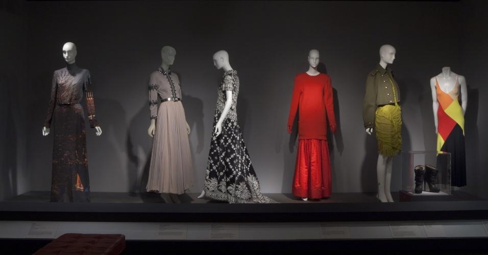 O FIT (Fashion Institute of Technology) tem a moda como sua principal temática e abriga peças expostas em manequins assinadas por estilistas famosos como Christian Dior e Coco Chanel, em Nova York
