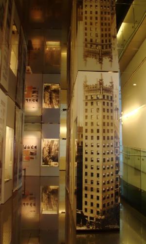 O Skyscraper Museum de Nova York é um museu dedicado aos arranha-céus. O local abriga fotos e maquetes das construções mais altas de todo o mundo como o Empire State, as antigas Torres Gêmeas e o Burj Dubai, nos Emirados Árabes