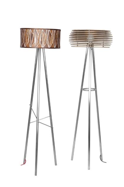 A luminária Chan Chan (à dir.) foi desenhada por Mariana Betting Ferrarezi e Roberto Hercowitz para a Móveis Schuster. Em madeira, a cúpula filetada dissipa a luz. A peça foi exposta na Casa Brasil 2013