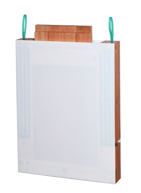 Os designers uruguaios Matias Lozano e Gabriel Soufer assinam a mesa Zipp, com sistema para fechamento fácil através de fitas aplicadas à junção medial do tampo. O móvel foi um dos finalistas do Salão Design 2013, na categoria Móveis para Home Office e Escritório, modalidade Profissional
