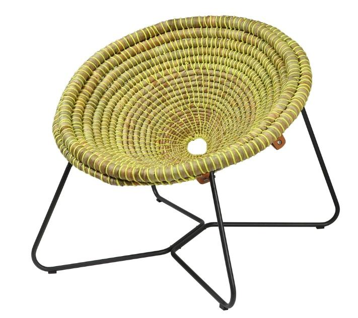 De fibra natural enrolada e amarrada por fios neon, a poltrona Marta foi desenhada por Cecília Ulfe Zubillaga e Estefanía Lasalle Gerla, de Montevideo, Uruguai. O projeto foi um dos finalistas da edição 2013 do Salão Design, da Casa Brasil