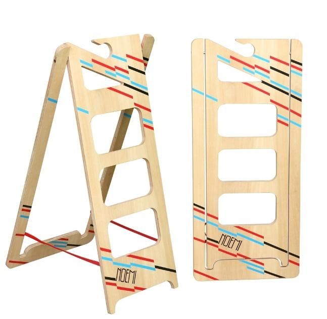 Casa Brasil 2013A Noemi Escalera Doméstica é uma escadinha compacta e pendurável assinada pelo designer argentino Cristian Izurieta. O projeto foi um dos finalistas da edição 2013 do Salão Design, da Casa Brasil