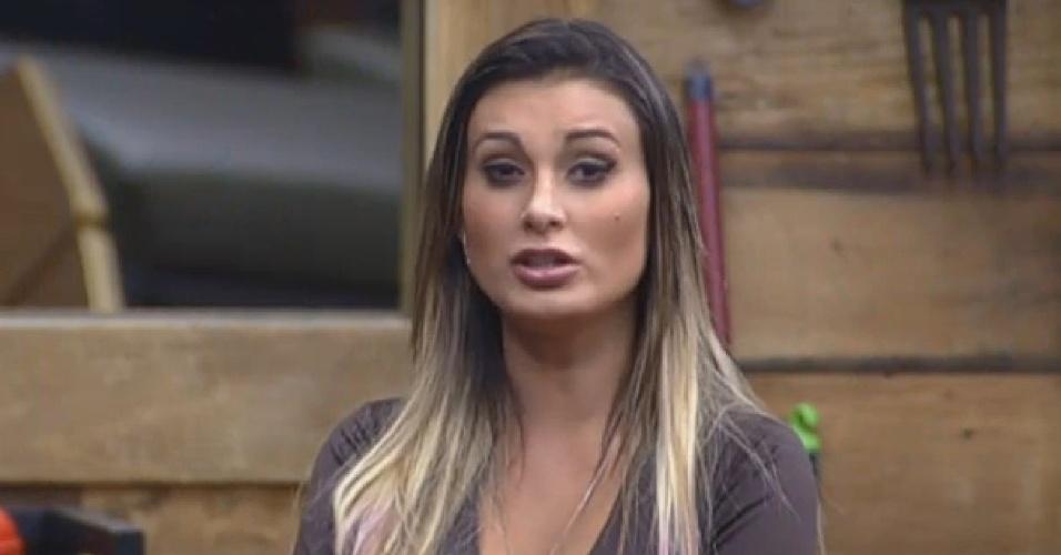 21.ago.2013 - Andressa Urach diz que cuspiu duas vezes no rosto de Denise na manhã desta quarta (21)