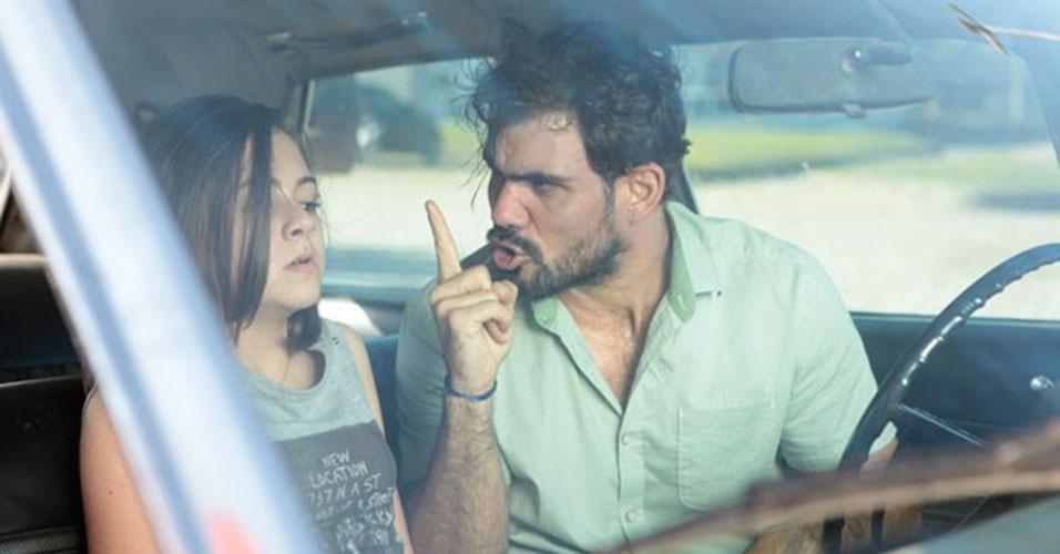 """Em """"Amor à Vida"""", Paulinha tenta fugir de Ninho"""