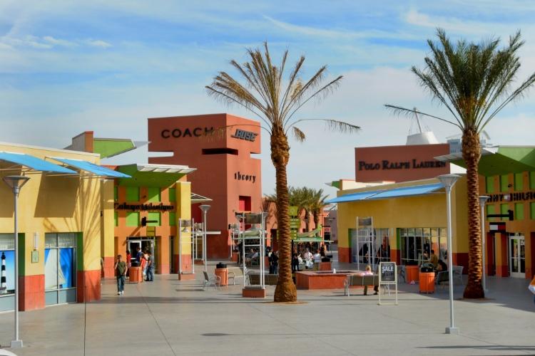 Vista da facha do Las Vegas Premium Outlets